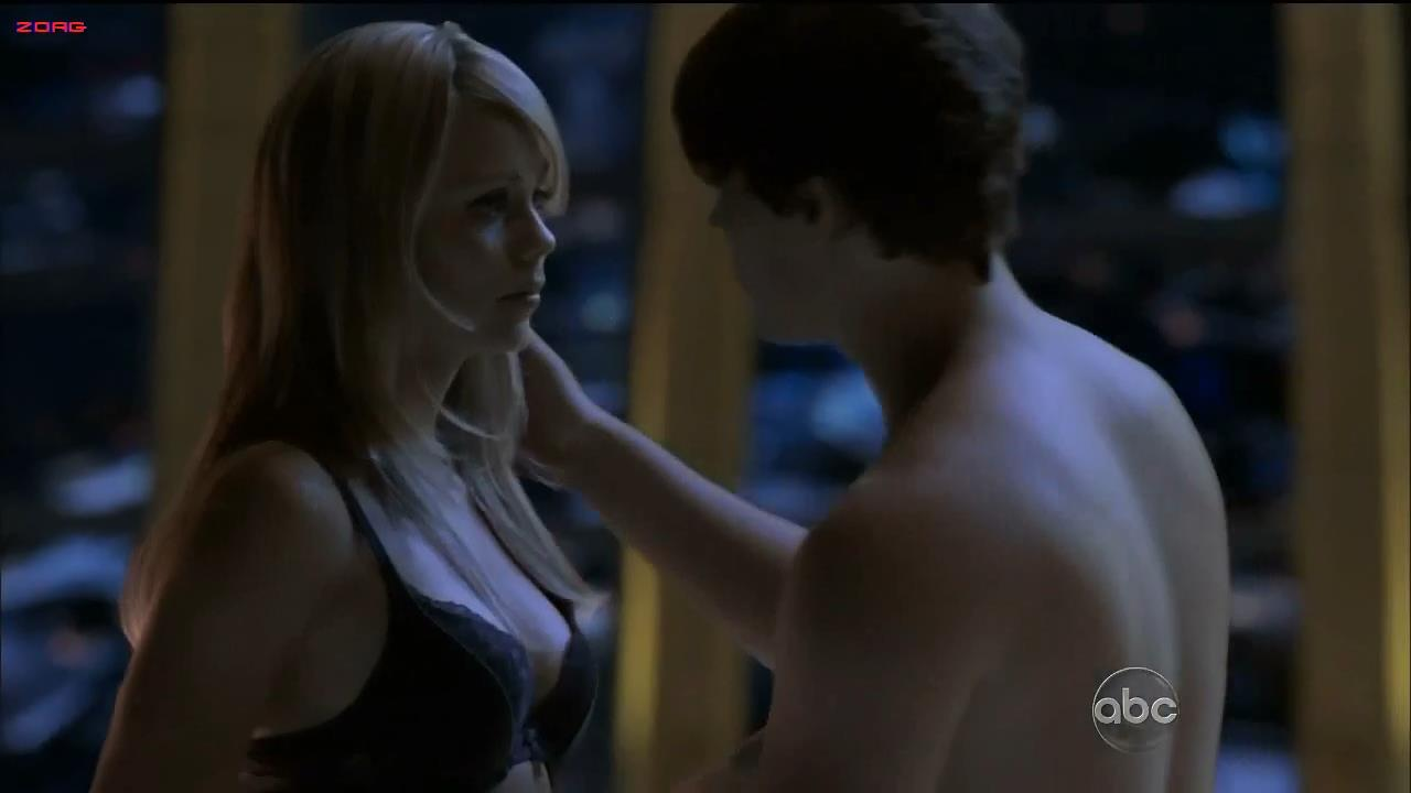Laura Vandervoort hot and sexy in lingerie - V S02E01 HD720p
