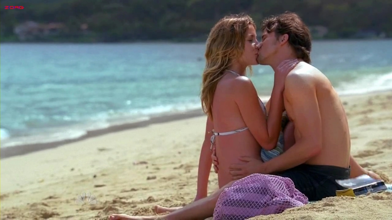 Sarah Roemer and Taylor Cole sexy bikini –  The Event S1E1 HD720p