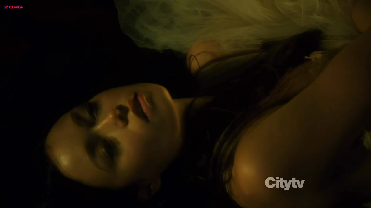 Summer Glau hot sexy cleavage - The Cape s1e5e8 hdtv720p