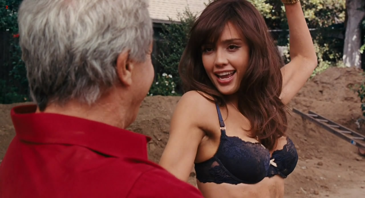 Jessica Alba hot and sexy in black bra - Little Fockers (2010) hd720p