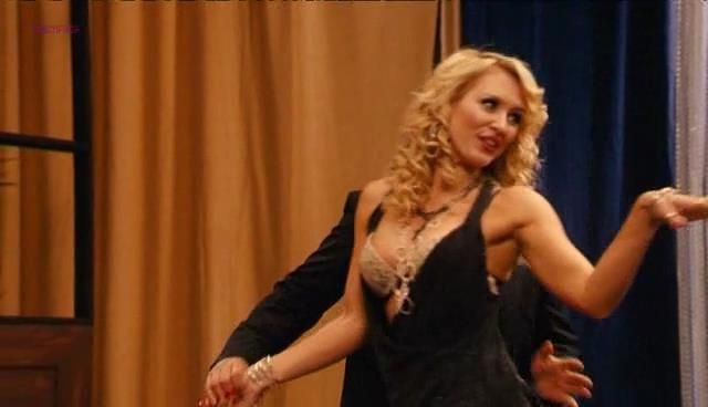 "Nicky Whelan very sexy and funny in ""Hollywood & Wine"" (2010)"
