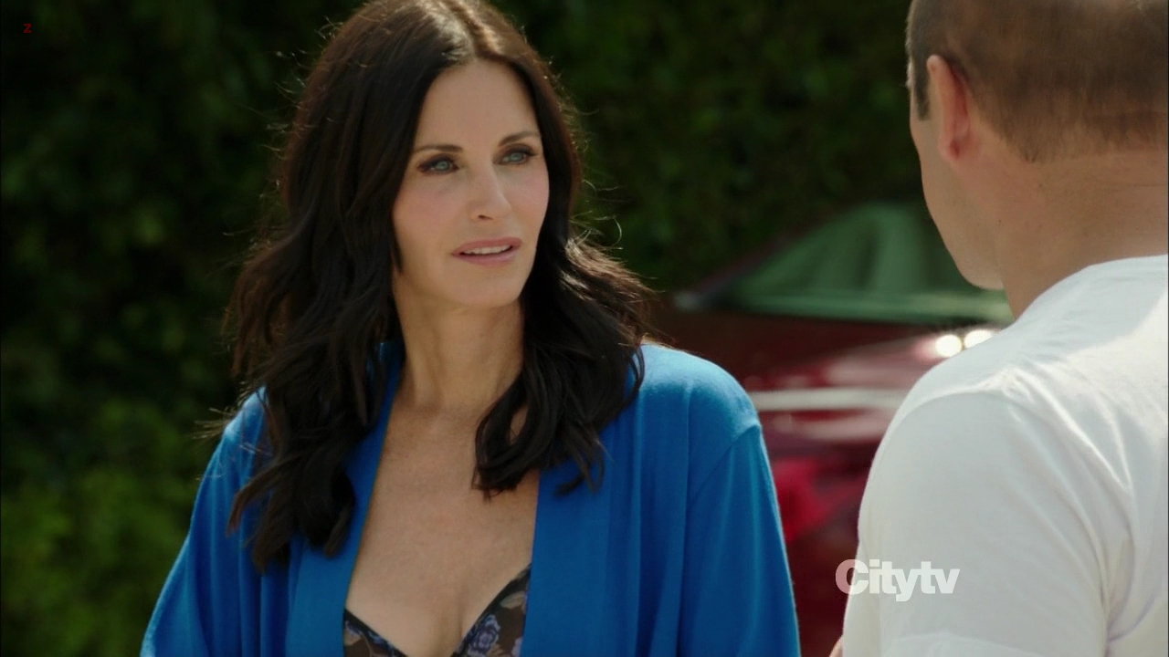 Courtney Cox sexy cleavage - Cougar Town s3e4 hd720p
