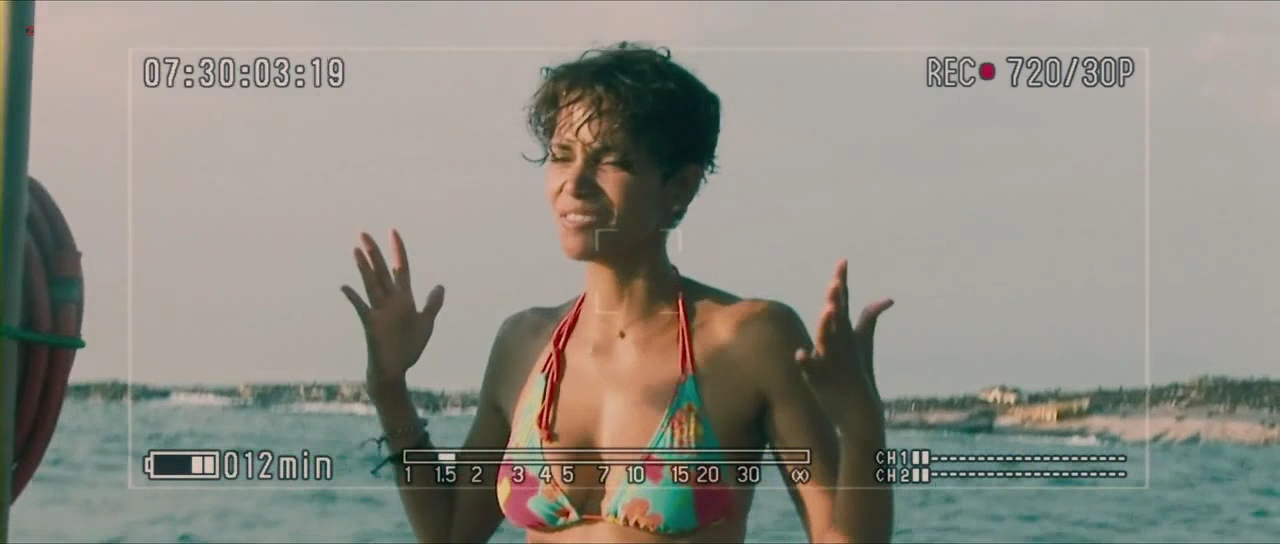 Halle Berry sexy bikini - Dark Tide (2012) hd720p
