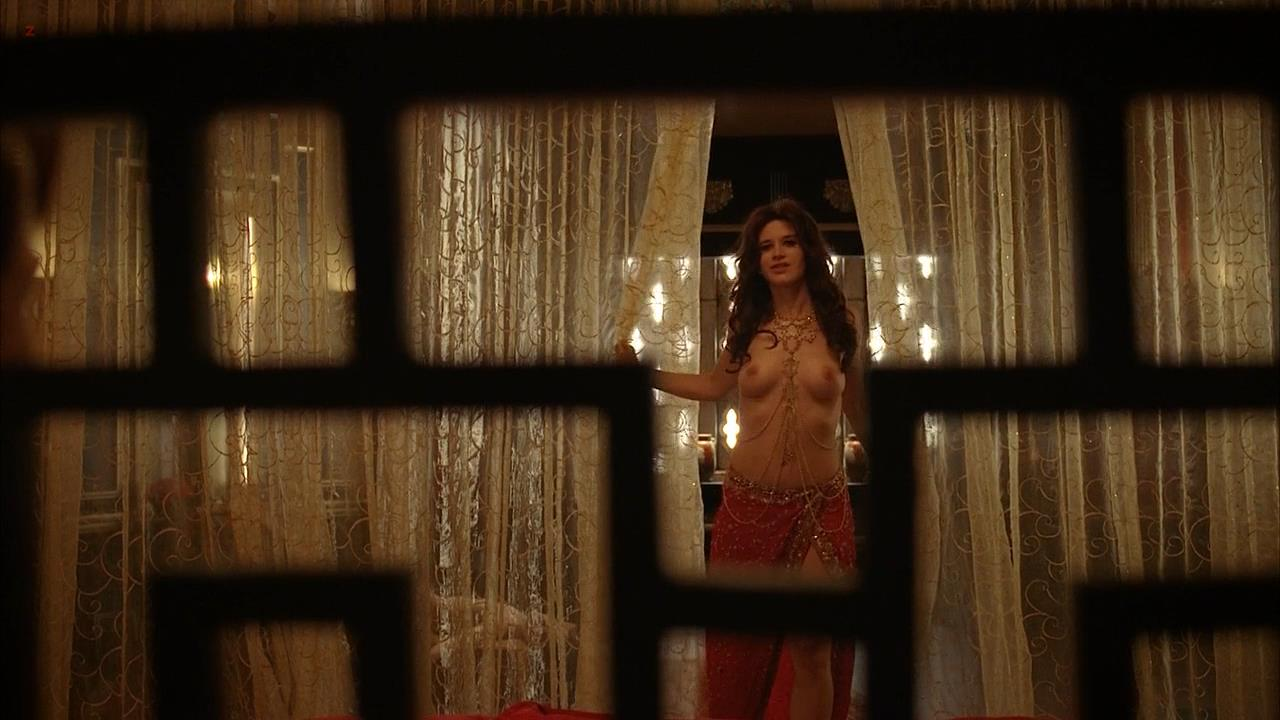 Valentina Cervi nude topless in True Bloods 5e9