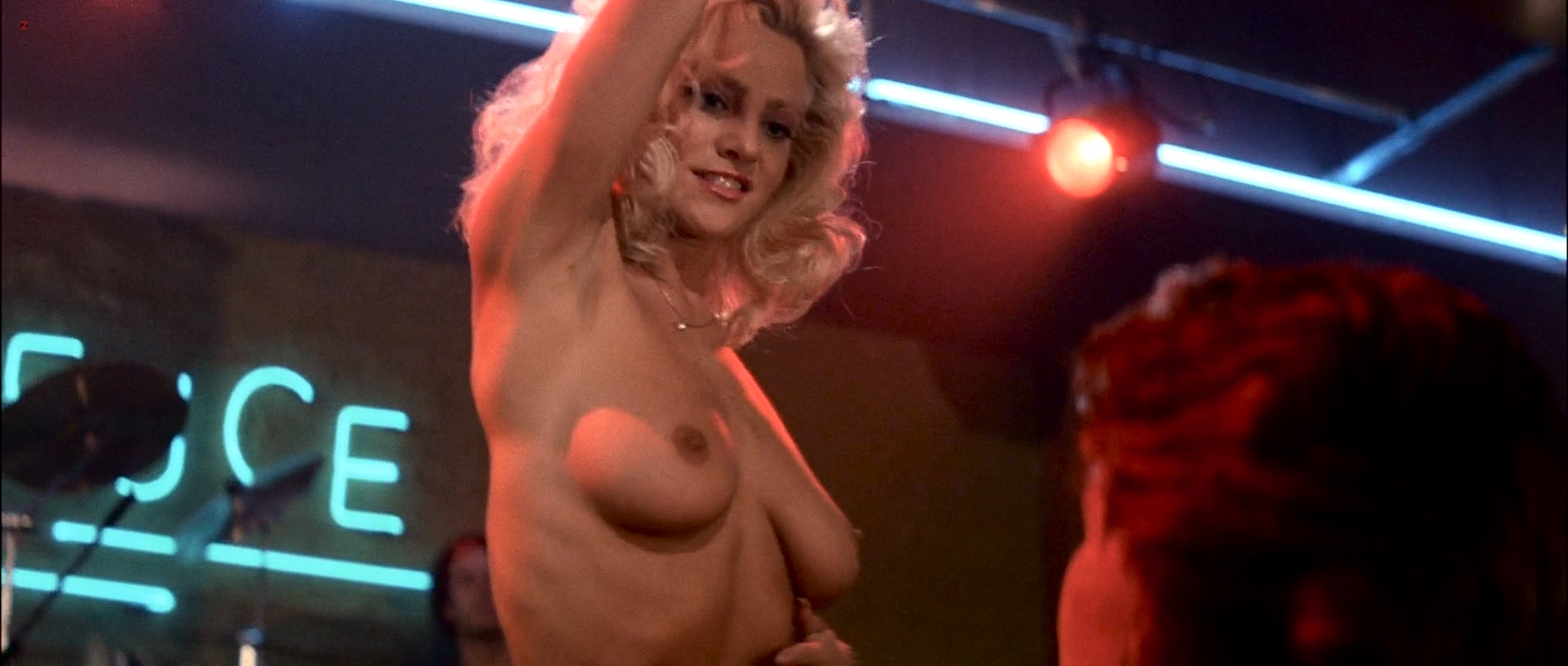 Nackte Kelly Lynch in Road House ANCENSORED