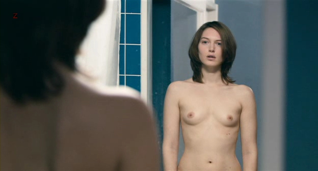 Erika Sainte nude topless and butt in - Elle ne pleure pas elle chante ( BE-2011) (3)