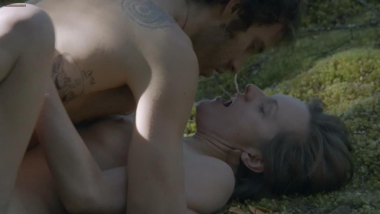Elisabeth Moss nude and sex outdoors - Top Of the Lake (2013) e5 hd720p