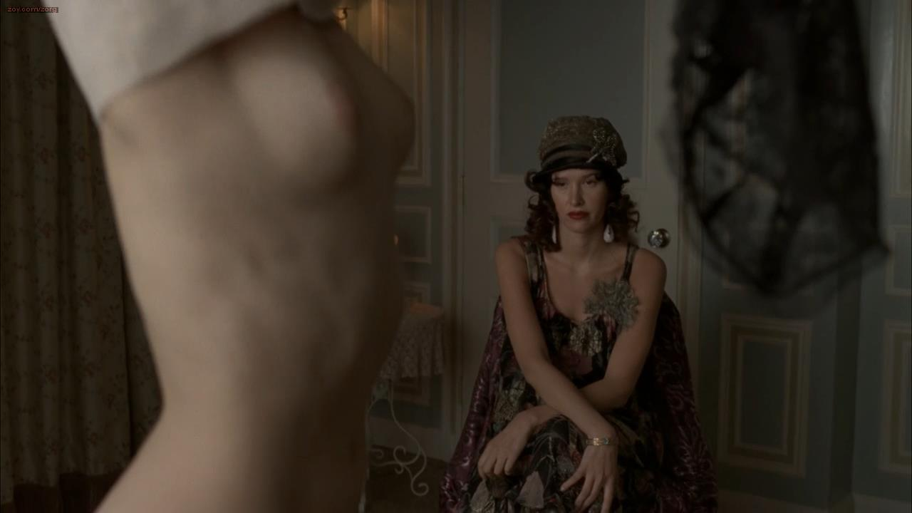 Kelly MacDonald striping to nude topless with the glance of butt crack – Boardwalk Empire s01e06 hdtv720p