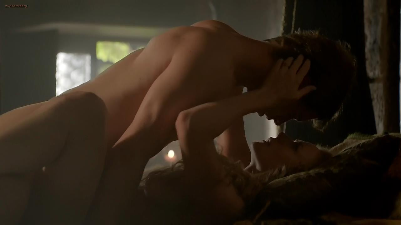 Rebecca Ferguson nude topless side boob in brief scene - The White Queen s1e1 (2013) hd720p