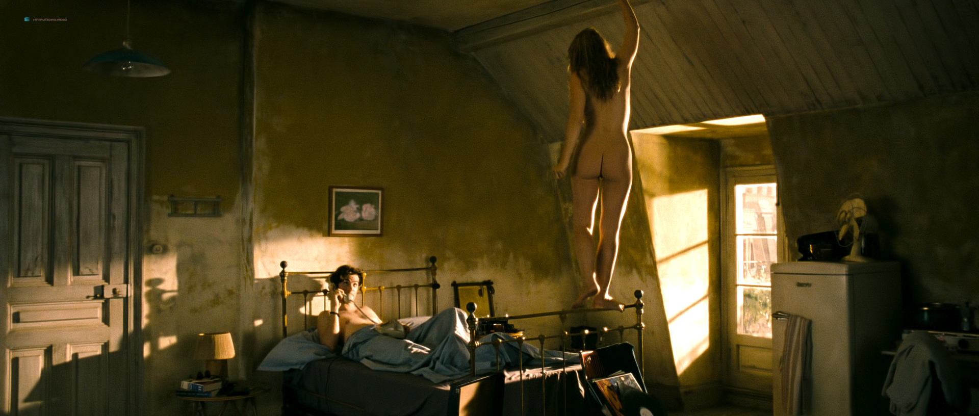 anne hathaway nude in on one day