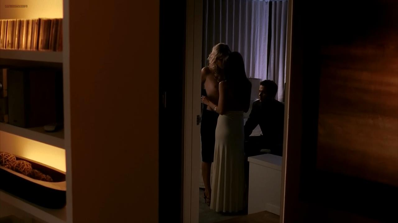 Malin Akerman nude topless and lesbian kiss with Emmanuelle Chriqui striping to nude topless but only side boob – Entourage (2006) s3e6 hd720p