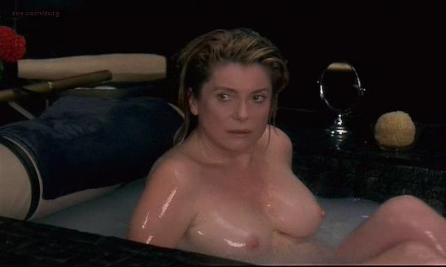 Catherine Deneuve nude topless in the bath Delphine Chuillot brief nude topless and Yekaterina Golubeva nude and explicit sex (bd) – Pola X (FR-1999)