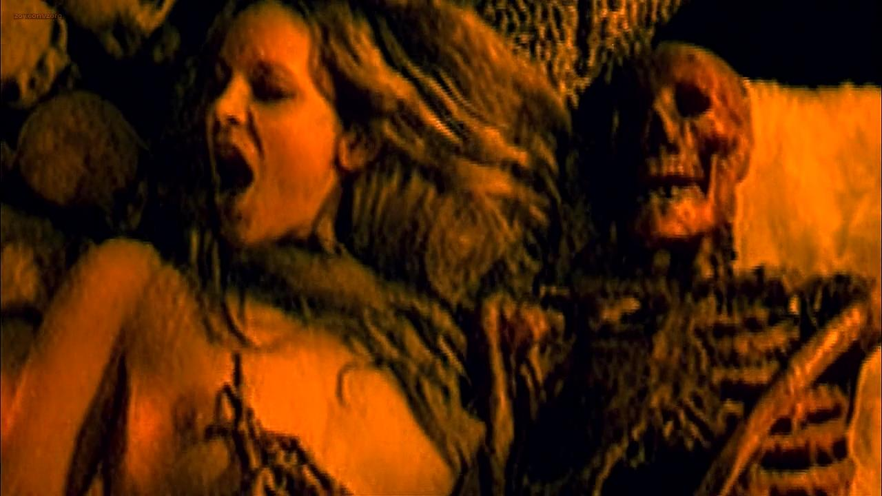 Sheri Moon Zombie nude brief topless –  House of 1000 Corpses (2003) hd720p