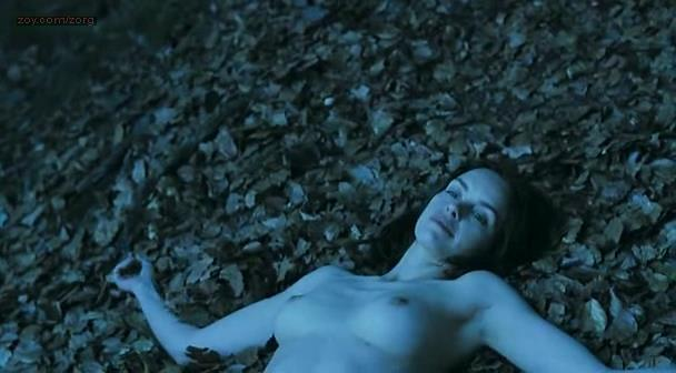 Nina Hoss nude full frontal bush and skinny dipping – Das Herz ist ein dunkler Wald (2008)