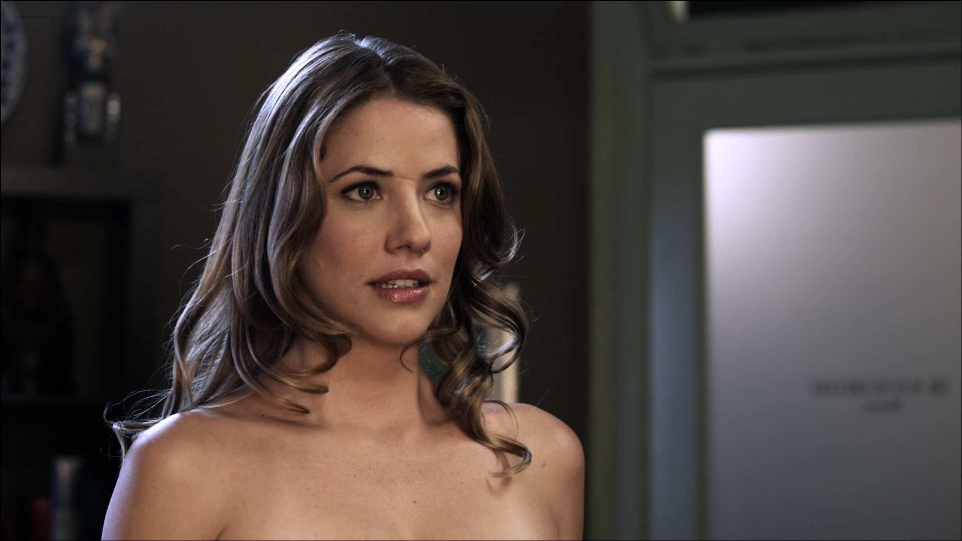 julie-gonzalo-sex-fakes-causes-of-anus-sting