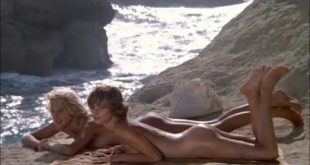 Daryl Hannah nude butt naked and Valérie Quennessen nude bush - Summer Lovers (1982) (5)