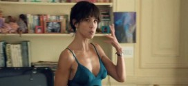 Sophie Marceau hot not nude in lingerie and Alexia Barlier nude brief topless - Tu veux ou tu veux pas (FR-2014) hd1080p (19)