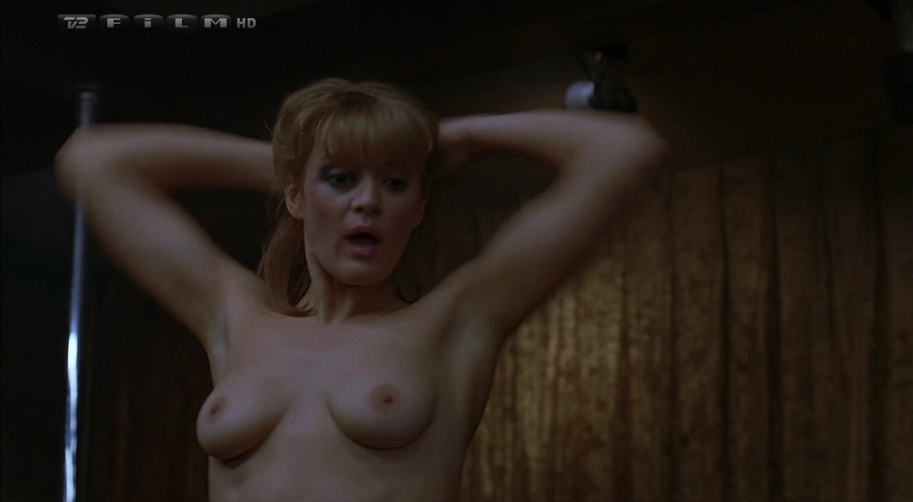 Lara Phillips nude topless and Connie Nielsen hot – The Ice Harvest (2005) hdtv720p