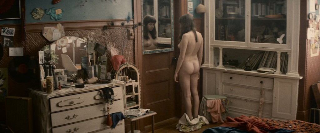 Bel Powley nude sex and Madeleine Waters nude lesbian - The Diary Of A Teenage Girl (2015) HD 1080p BluRay (11)