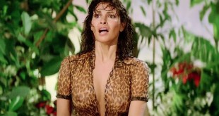 Raquel Welch hot cleavage wet and see through - L'animal (1977 hd720p (3)