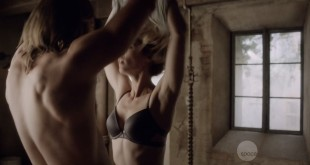 Laura Vandervoort nude but covered in sex scene - Bitten (2016) S03E02 HDTV 720p (6)