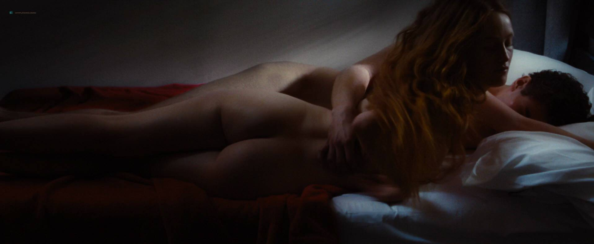 Amy nude isla fisher