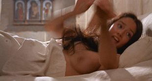 Olivia Hussey nude topless - Romeo and Juliet (1968) HD 1080p BluRay (12)