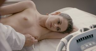 Kristen Stewart nude topless and hot while masturbating - Personal Shopper (2016) HD 1080p WEB (12)