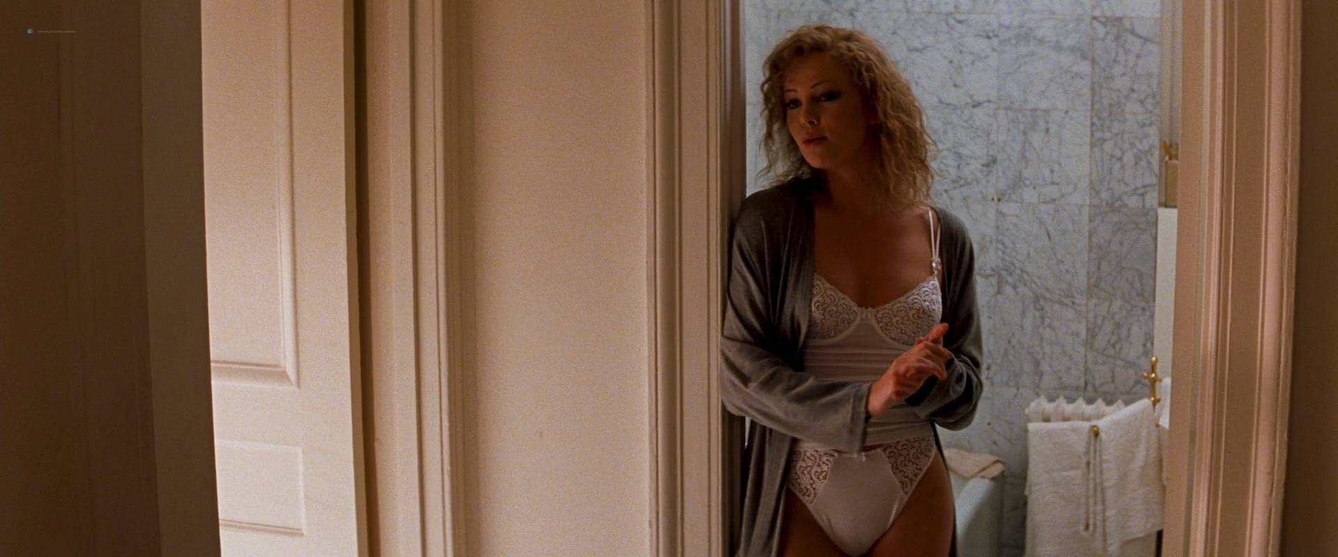 Charlize theron and connie nielsen the devil039s advocate 5