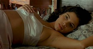 Maribel Verdú hot and sexy Ariadna Gil nude and Penélope Cruz hot - Belle époque (ES-1992) (6)
