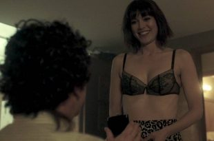 Mary Elizabeth Winstead hot and sexy in bra and some sex - Fargo (2017) s3e5 HD 720p (6)
