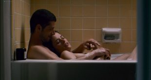 Parker Posey nude in the bath - Broken English (2007) HD 1080p WEB (5)