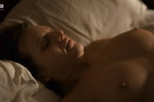 Elisabeth Moss nude topless and sex Linda Ngo nude - Top Of The Lake (2017) s2e5-6 HDTV 720p (9)