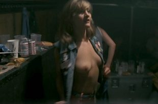 Jenny Wright nude topless Eleanor David nude - Pink Floyd - The Wall (1982) HDTV 1080p (8)