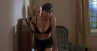 Carey Lowell hot in lingerie and Jamie Lee Curtis hot cleavage - Fierce Creatures (1997) HD 1080p BluRay (3)