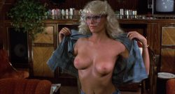 Michelle Pfeiffer nude butt Sue Bowser and other's nude topless - Into the Night (1985) HD 1080p BluRay (19)