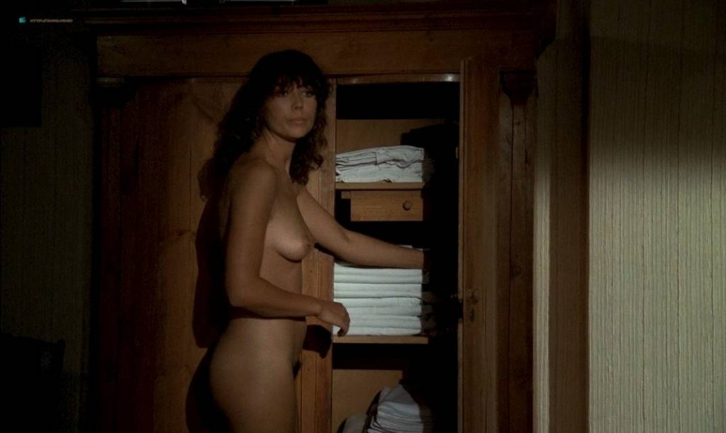 Anne Parillaud nude full frontal Marie-Christine Descouard bush and Andréa Ferréol topless - Le battant (FR-1983) (16)