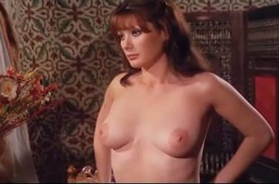 Edwige Fenech nude topless - Taxi Girl (IT-1977) (8)