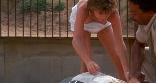 Kristy McNichol sexy nip slip - White Dog (1982) HD 1080p BluRay (3)