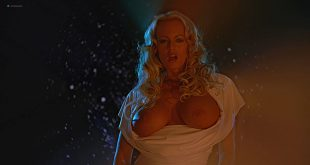 Carla Gallo nude boobs Kimberly Page nude Elizabeth Banks hot others nude too - The 40-Year-Old Virgin (2005) HD 1080p (11)