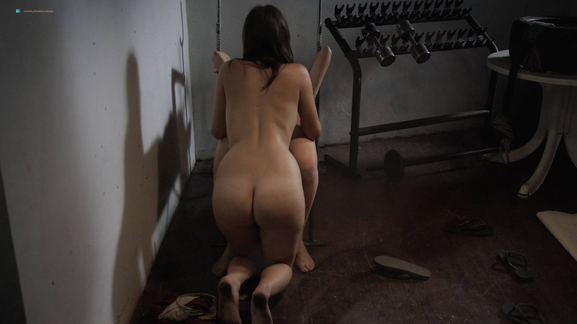 Amateur naked wives having sex