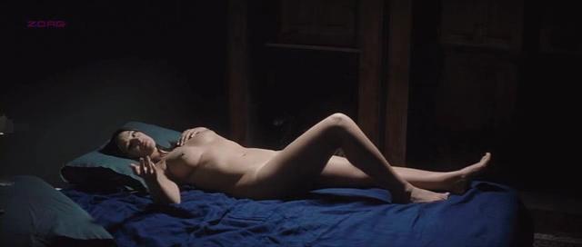 Monica Bellucci nude topless – Un ete brulant (2011)