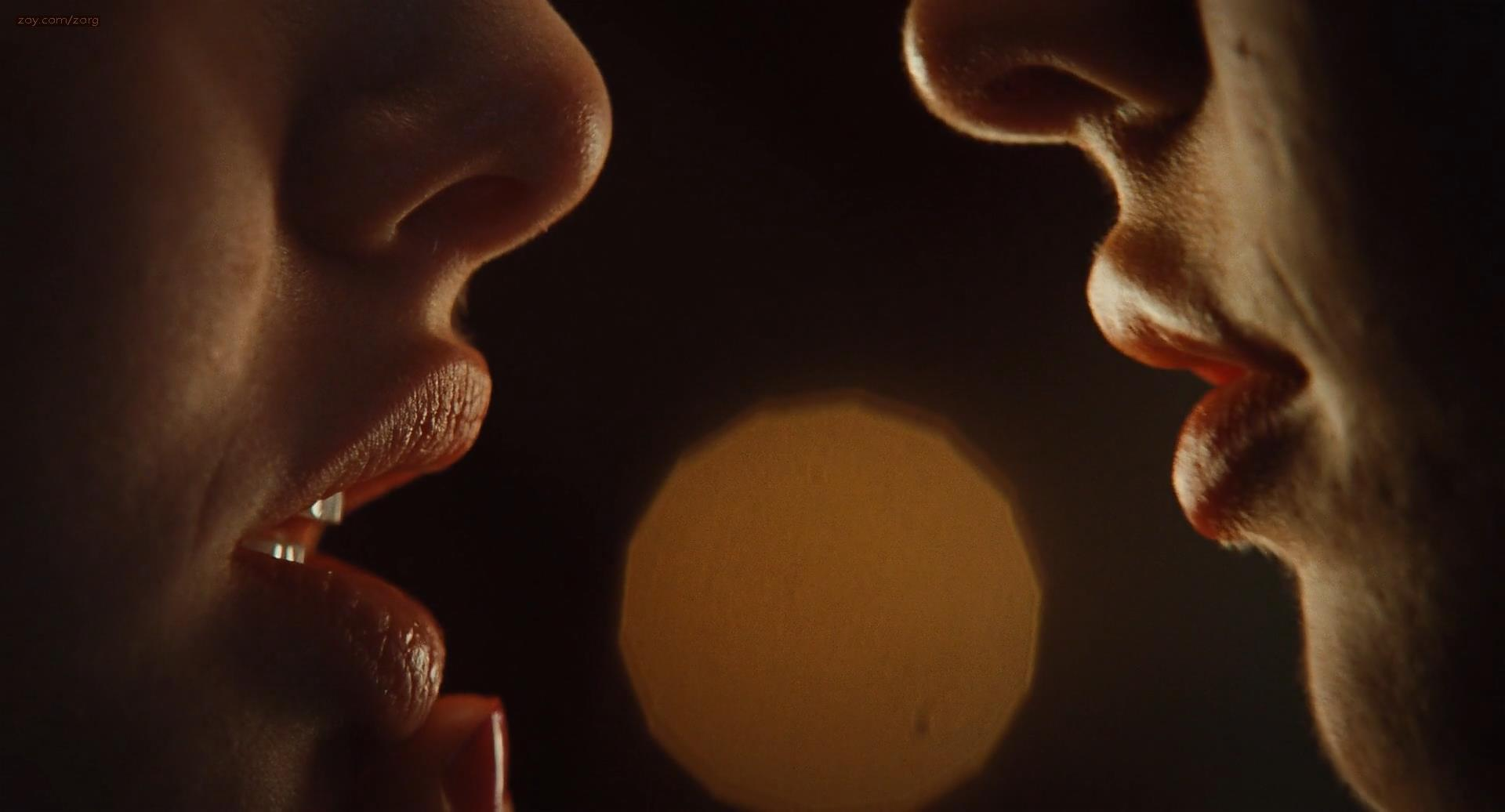 губы гифка поцелуй мужчины уже очень