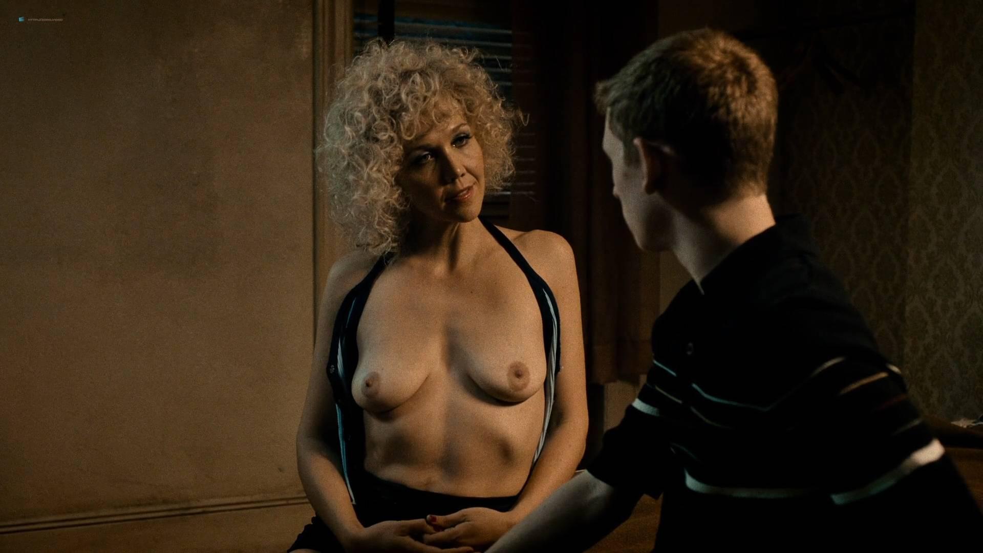 maggie gyllenhaal topless