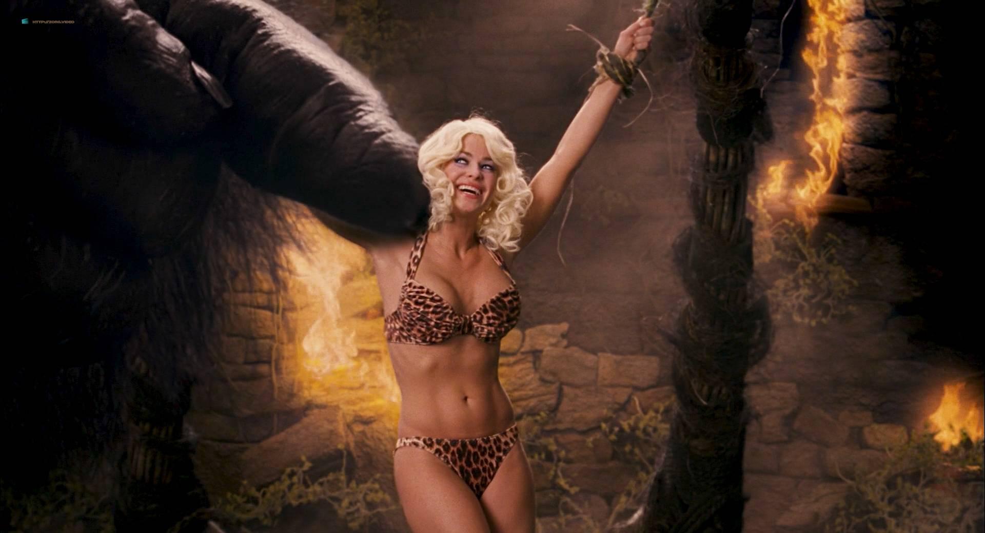 Carmen electra date movie scene 9